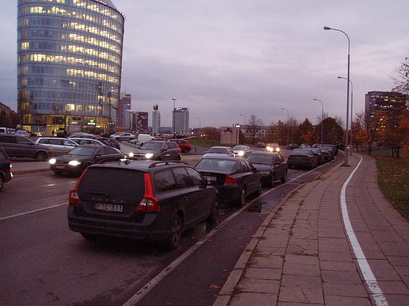 20121023-juosta-dviraciams-prie-barclays-01.jpg