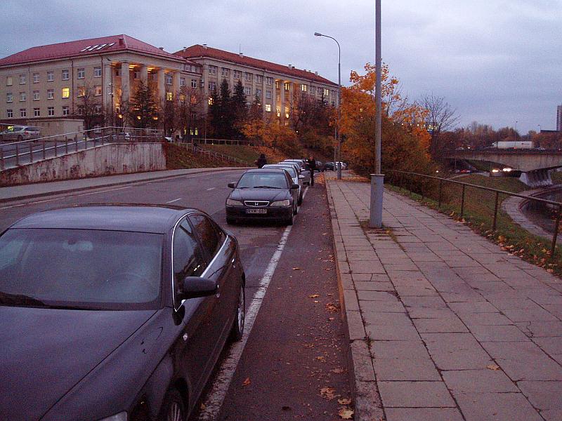 20121023-juosta-dviraciams-prie-barclays-02.jpg