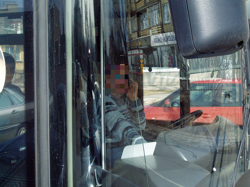 20130329-viesojo-transporto-vairuotojai-kalbantys-mobiliaisiais-01.jpg