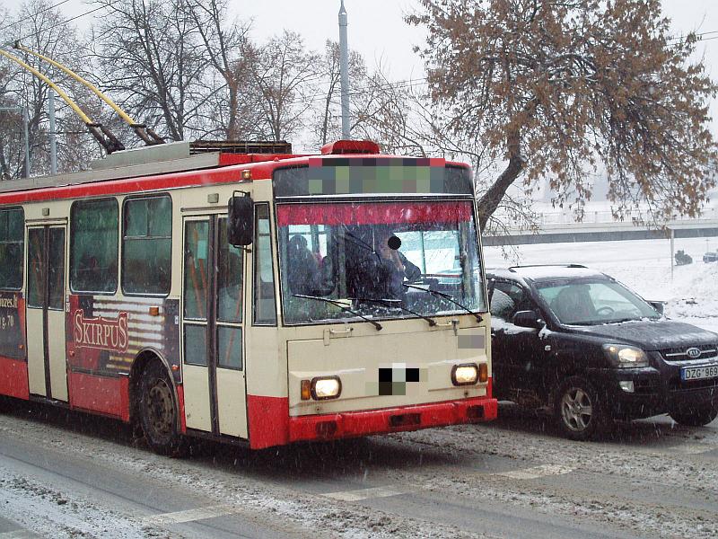 20130329-viesojo-transporto-vairuotojai-kalbantys-mobiliaisiais-02.jpg