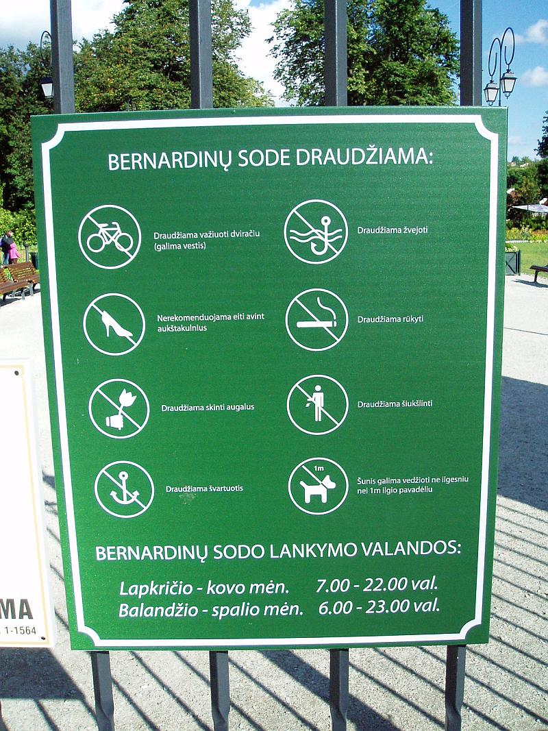 20140826-informacinis-stendas-bernardinu-sodo-vartai-maironio-10.jpg