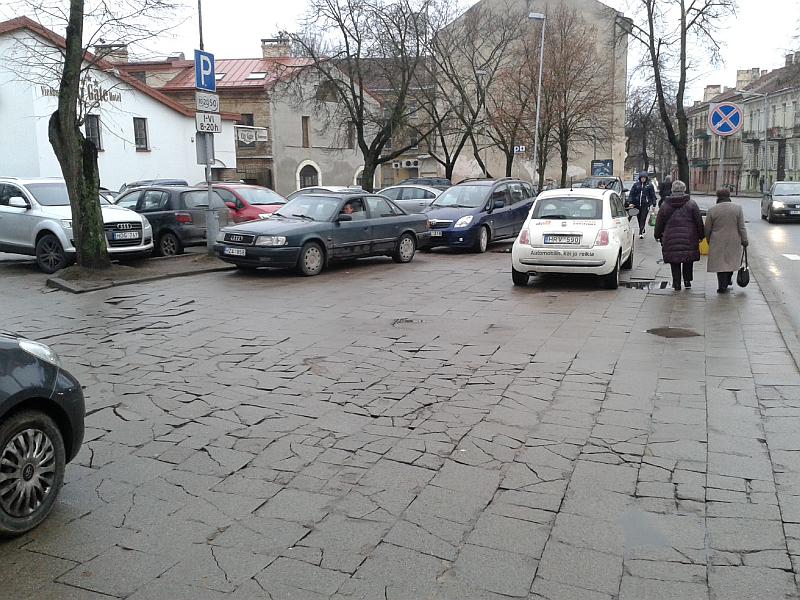20160304-automobiliu-stovejimo-aikstele-bazilijonu-3-12.jpg
