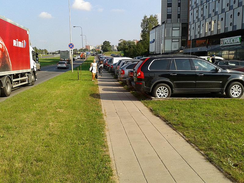 20161116-apie-parkavimo-bortelius-policijos-automobiliu-stovejimo-aikstelej-07.jpg
