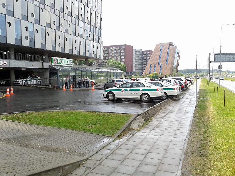 20161116-apie-parkavimo-bortelius-policijos-automobiliu-stovejimo-aikstelej-08.jpg